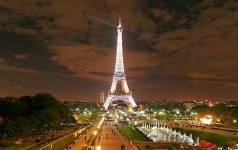 La Tour Eiffel et le Champ de Mars, vue nocture